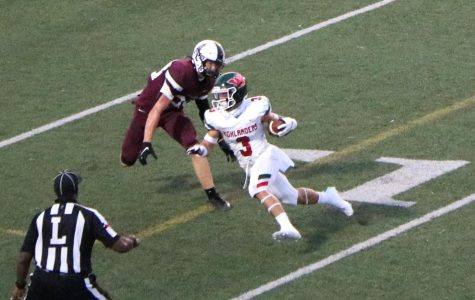 Senior Teddy Knox outruns several Pearland defenders at The Rig on Sept. 25. Knox is a Mississippi State verbal commit.