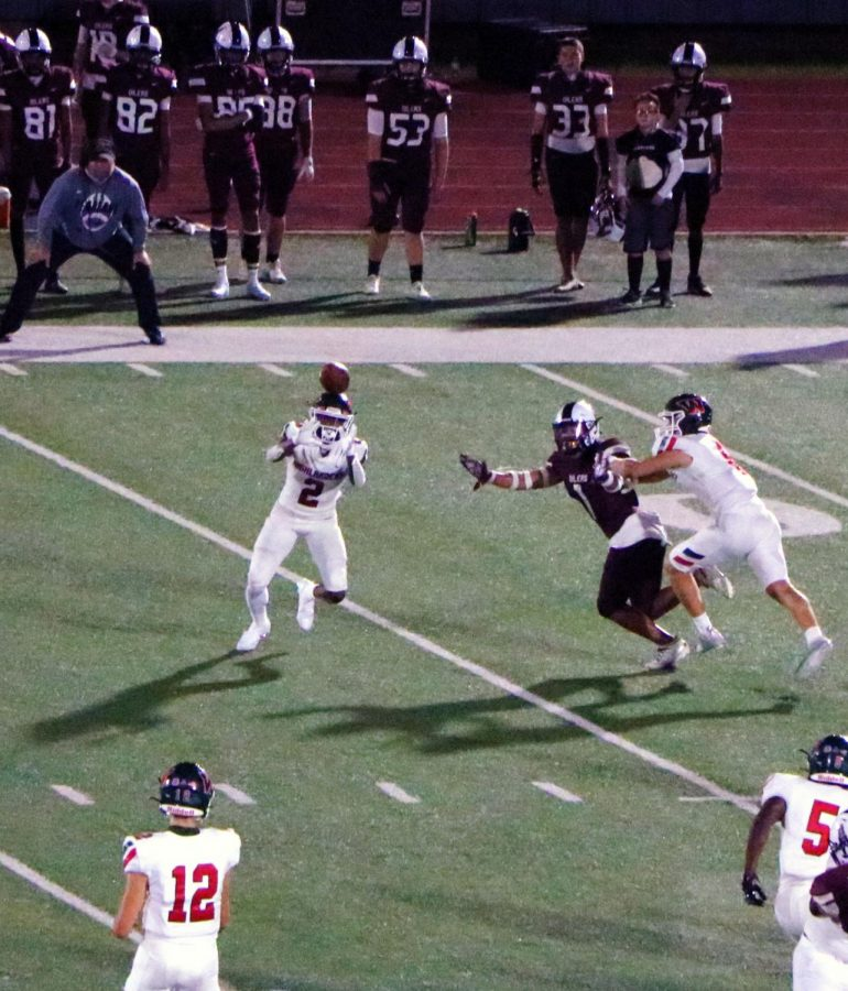 Senior WR Teddy Knox with the reception at Pearland stadium on Sept. 25.